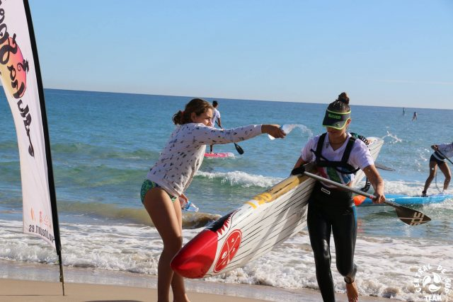 Juniors disfrutando del Aloha Sports Beach RACE
