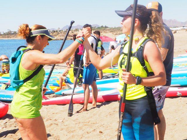 Chicas llegando a meta 1ºer Gran Premio SUP Meridiano Águilas