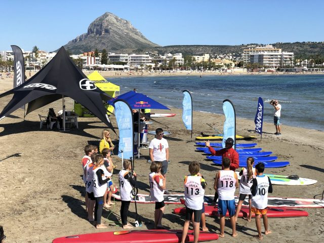 Los jóvenes en la playa. SUP Talent 2019