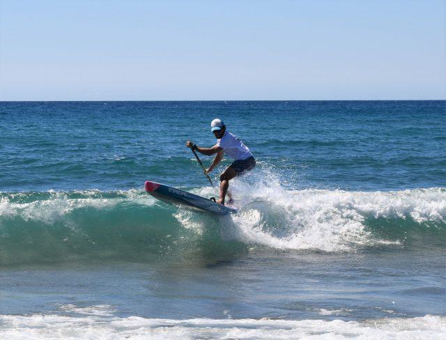 Surfeando olas en el Cabo del Gata SUP Festival