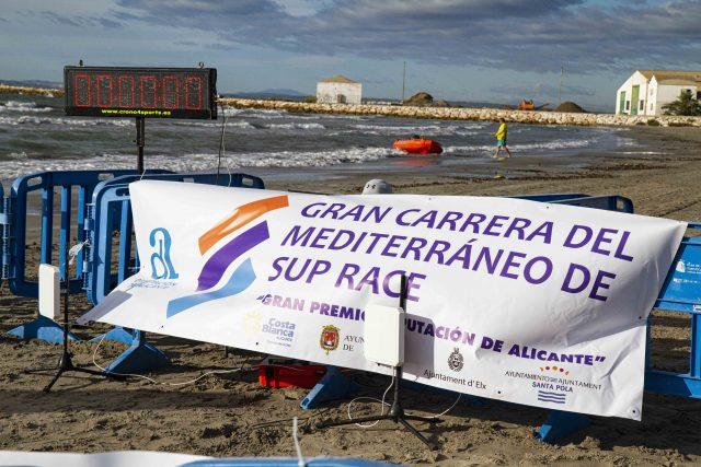 Llegada a meta de la Gran Carrera del Mediterráneo SUP Race