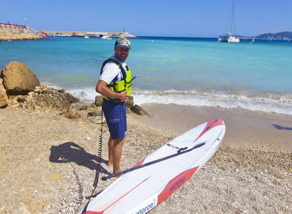 Diferentes elementos antes de salir a remar. Club Surf Dénia . Paddle Surf