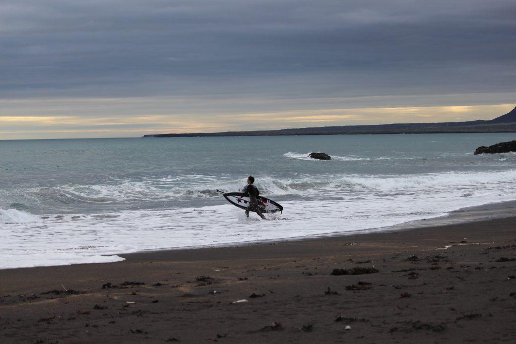 Iago entrnado al pico en Islandia